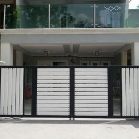 Stainless Steel Entrance Gate 07